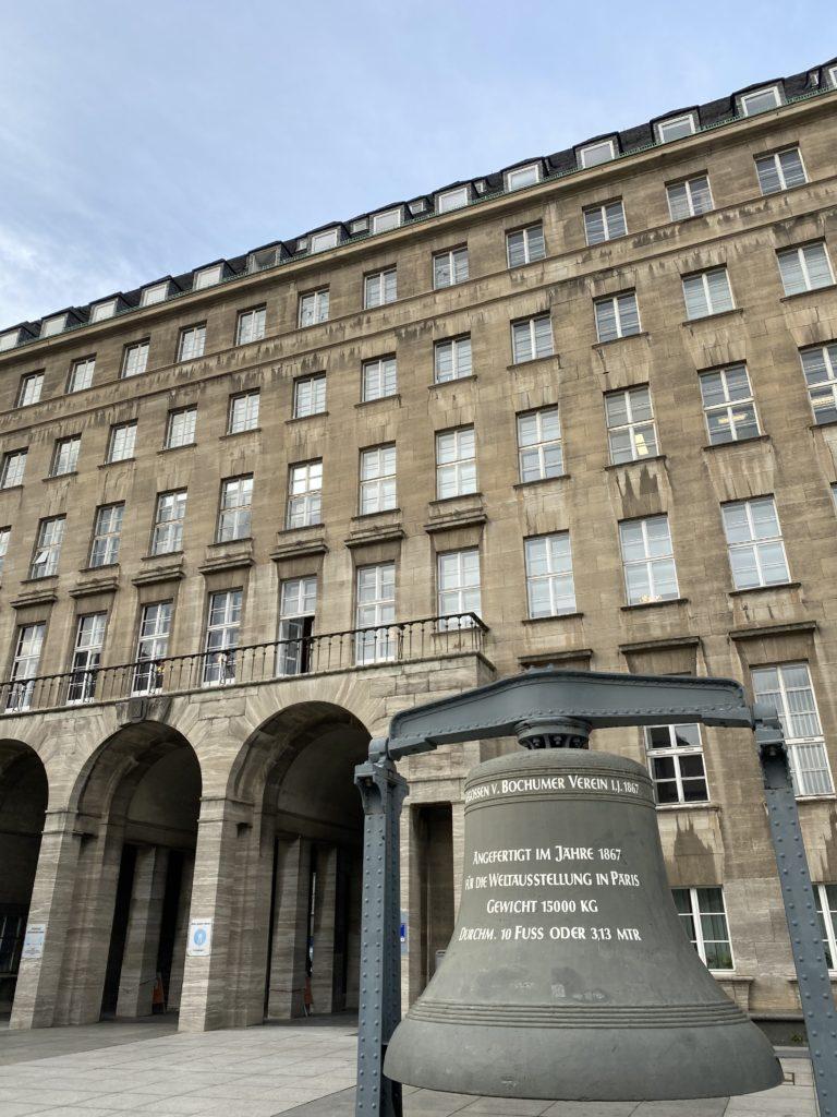 Rathaus Bochum mit Glocke